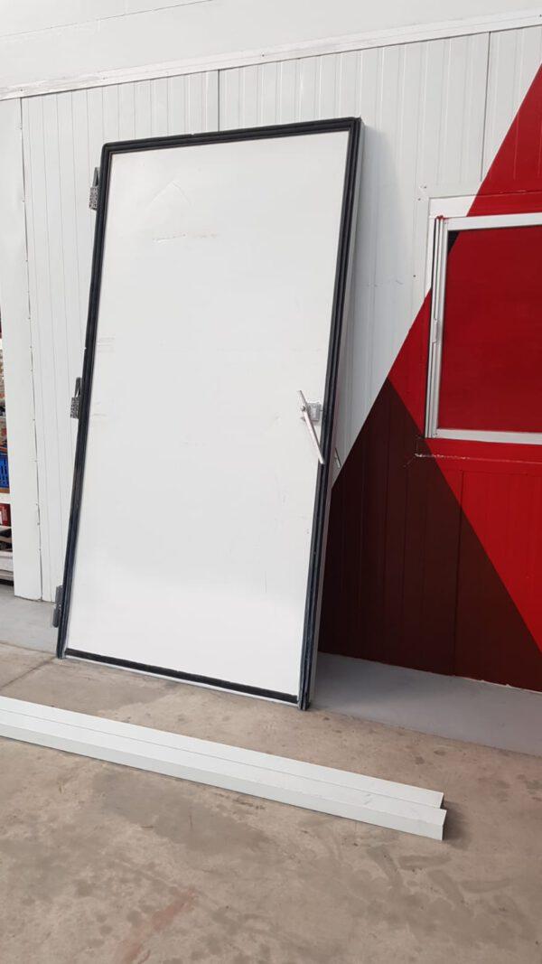 Puerta frigorífica pivotante paso palet